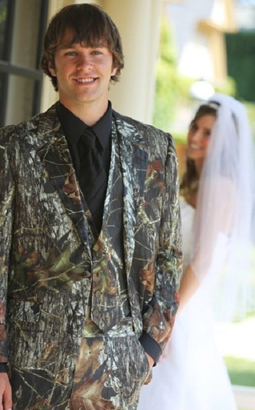 photo source: Pinterest: Groom's Camo look